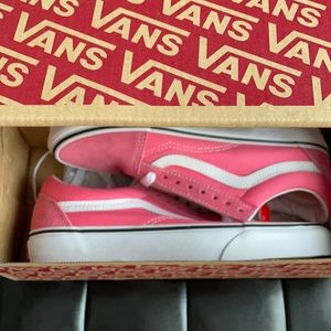 NWT in box Pink / White vans